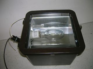 70 WATT METAL HALIDE DELUXE PS FLOODLIGHT QV WIRED 120V WITH LAMP
