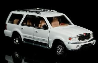 1998 Lincoln Navigator MOTORMAX Diecast 124 Scale   White