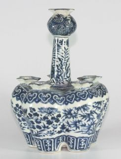 ANTIQUE CHINESE PORCELAIN BLUE & WHITE TULIPIERE,18/1​9TH C
