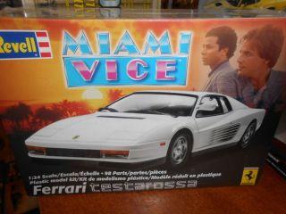 REVELL 2869 MIAMI VICE FERRARI TESTAROSSA MODEL CAR KIT SCALE 1/24