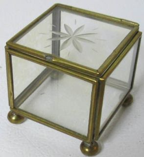 SMALL BRASS AND GLASS TABLE TOP DISPLAY CASE   BALL FOOTED, ETCHED LID