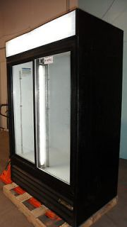 HEAVY DUTY COMMERCIAL BEVERAGE AIR 2 DOOR LIGHTED REFRIGERATED