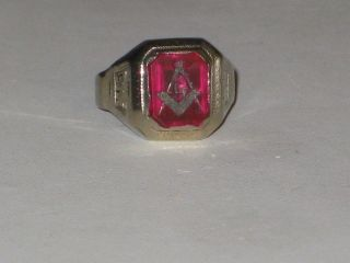 Vintage Estate Masonic 10k White Gold Mason Ring with Red Spinel