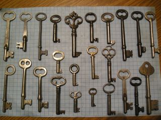 Antique Skeleton keys Replicas Assorted Styles Sizes 150 keys and