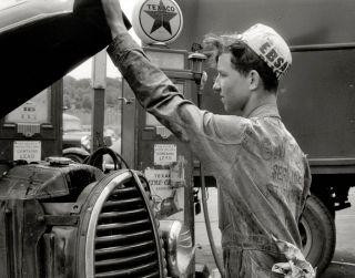 Texaco Gas Station 1940 Photo Nostalgic Antique Automobiles Vintage