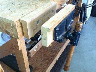 VINTAGE! Bench Vise   Wood handle