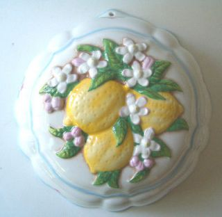 LE CORDON BLEU BY THE FRANKLIN MINT CERAMIC WALL HANGING MOLD LEMONS