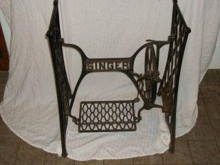 Vintage Antique 1919 Singer Sewing Machine Treadle Cast Iron Base