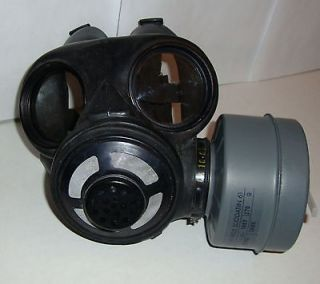 NEW Canadian C 3 M69 Gas Mask & One 60mm SEALED NBC Filter/Caniste​r