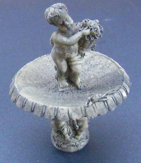Scale Dolls House Miniature Garden Accessory Fountain Centre Piece 687