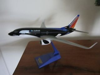 SCALE BOEING 737 800 SOUTHWEST SHAMU SEA WORLD DESKTOP MODEL & STAND