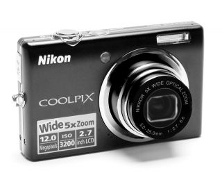 Nikon Coolpix S570 camera 12MP 5X zoom SD card, charger battery