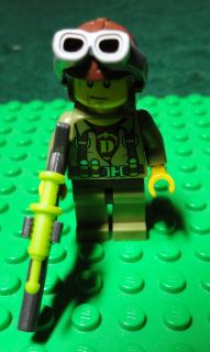 LEGO DINO HUNTERS 5883 5888 HERO MINI FIGURE WITH TRANQUILIZER GUN