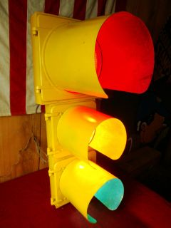 AUTHENTIC BIG EAGLE WORKING STREET TRAFFIC LIGHT, GLASS LENSES BIN