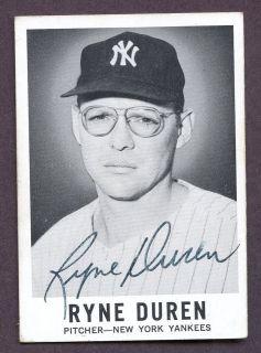 1960 Leaf #22 Ryne Duren New York Yankees Signed AUTO Deceased 2010