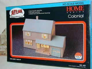 Atlas Home Series Colonial Home Layout Kit HO Train