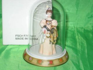2000 Avon Mrs Albee Miniature Figurine