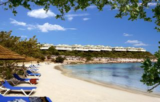 Beach Vacation Accommodation in Antigua for Up to 4 Adults
