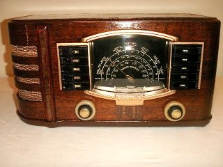 Antique Zenith Vintage Tube Radio in Wood Cabinet Restored and Working