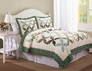 THIS STYLISH BEDDING SET SHOWCASES COUNTRY WEDDING RING PATTERN WITH