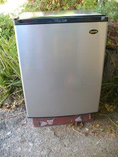 Sanyo Mini Refrigerator 2 5 CU ft Stainless Steel
