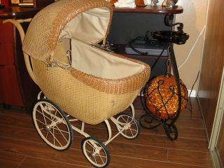 RARE VINTAGE 1930s PRAM WICKER DOLL BABY CARRIAGE STROLLER BONNET MUST