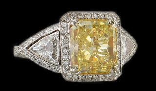 Yellow Canary Fancy Diamond Ring 4 25 cts White Gold