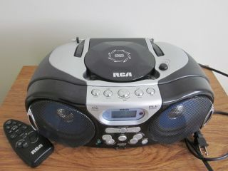 COMPACT DISC AUDIO/REMOTE/DIGITAL RADIO / TWIN BASS STEREO SPEAKERS