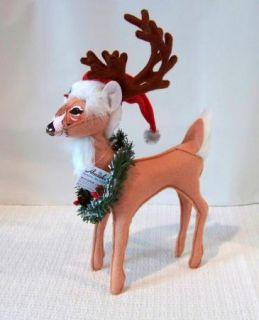 ANNALEE DOLLS CHRISTMAS REINDEER W/ WREATH & SANTA HAT    NWT