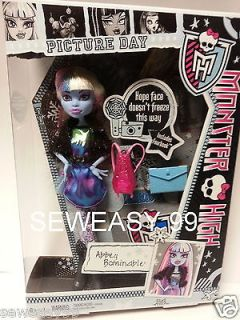 Monster High PICTURE DAY Abbey Bominable Daughte of Yeti IN HAND SHIPS