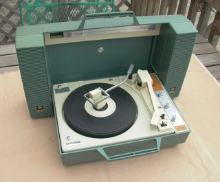 Vintage General Electric GE Wildcat V933p Portable Record Player