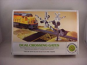 Bachmann HO Scale Toy Electric Train Dual Crossing Gates
