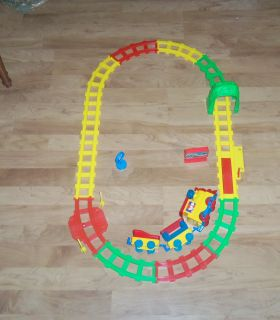 battery operated train engine passenger and coal car oval track set