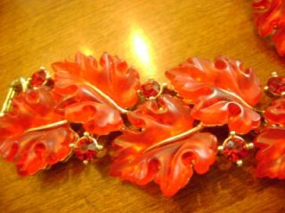 GORGEOUS LISNER BRIGHT CHERRY RED LUCITE & RHINESTONE LEAVES BRACELET