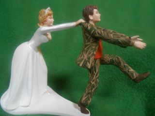 wedding cake topper real tree camo camouflage hunting hunter groom