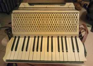 Vintage M Hohner Germany Carmen Accordian WWII Era