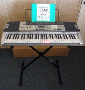 CASIO LK 200S PIANO KEYBOARD SD CARD SLOT & USB INCLUSED STAND & MUSIC