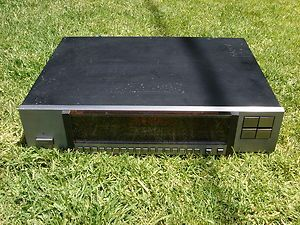 Superb Carver TX 11 Quartz Synthesized FM Stereo Tuner
