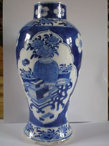 ANTIQUE CHINESE PORCELAIN BLUE WHITE VASE CHARACTER MARKS TO BASE
