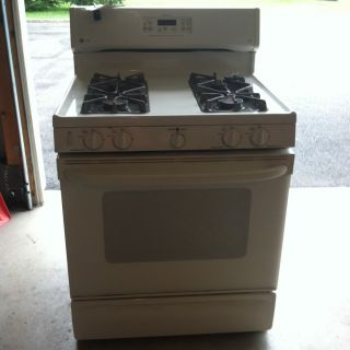 Spectra Gas Slide In Range Self Cleaning oven Ivory Good Condition