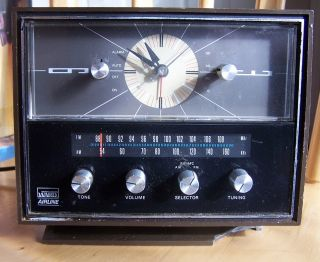 Vintage Retro Style Clock Radio Montgomery Wards Airline Tabletop Am