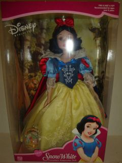 DISNEY PORCELAIN PRINCESS SNOW WHITE KEEPSAKE DOLL BRASS KEY