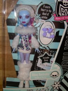NIB Mattel MONSTER HIGH Yeti Doll ABBEY BOMINABLE w/ Pet Shiver HTF