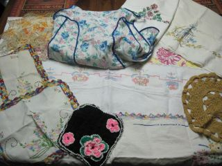 MIXED LOT VINTAGE LINENS TABLE RUNNERS DRESSER SCARVES DOILIES APRON