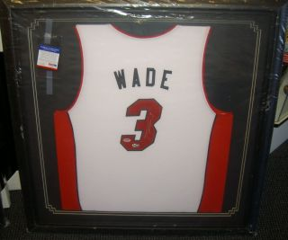DWYANE WADE AUTOGRAPHED SIGNED FRAMED JERSEY MIAMI HEAT