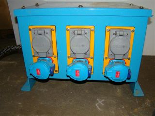 Meltric Power Distribution Box 6 30A Receptacles Breakers
