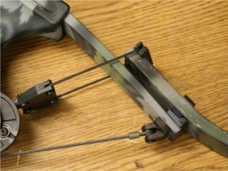 Very Nice Oneida Strike Eagle Compound Bow and Arrows 31 32 Draw