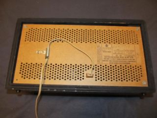 Vintage RCA Victor Am FM Solid State Transistor Table Top Radio Model