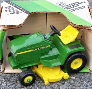 Ertl JOHN DEERE Lawn & Garden 200 Tractor w/Mower Deck 1:16 Farm #5591