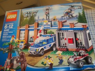 LEGO CITY 4440 FOREST POLICE STATION SET 633 pc NEW Box Flaws